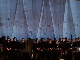 """(Italiano) Requiem di Silvia Colasanti """"Stringeranno nei pugni una cometa"""", video scenografie Vincenzo Scolamiero, Transart Festival Closing Concert, Officine FS di Bolzano."""